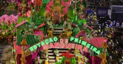 11fev2013---a-mangueira-desfila-no-segundo-dia-na-sapucai-1360636407931_956x500